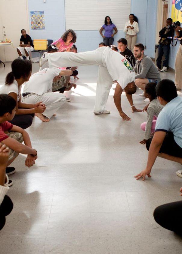 The children of refugees with Mestre Saci (Atlanta, USA)